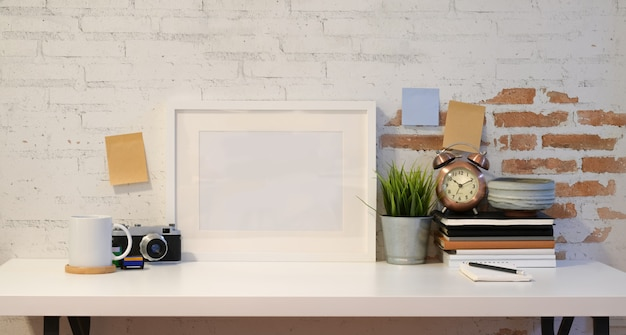 Mock up frame met vintage camera Premium Foto