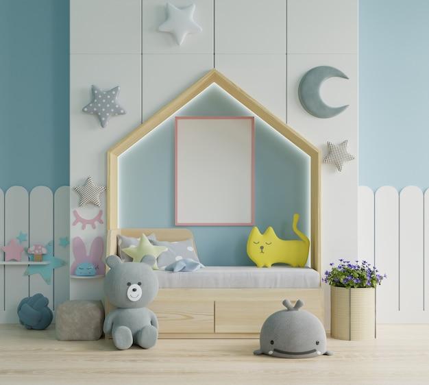 Mock up posterframe in kinderkamer, kinderkamer, kinderkamer mockup, blauwe muur Gratis Foto