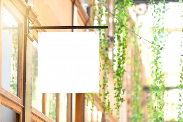 Mock-up van een logoteken voor een winkel Premium Foto