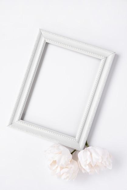 Mock-up van minimalistisch wit kader Gratis Foto