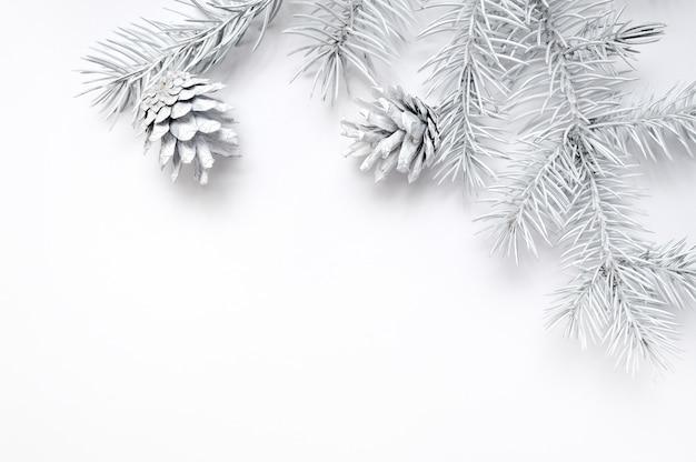 Mockup kerst frame witte boom takken grens over wit Premium Foto