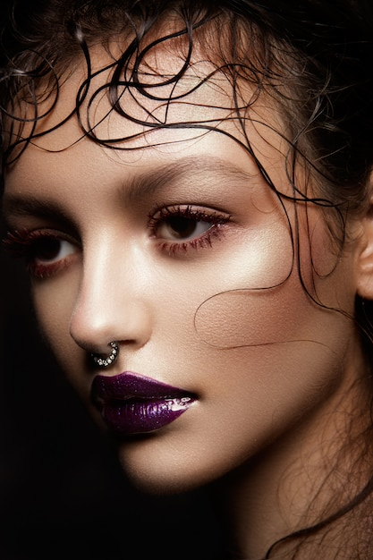 Mode brunette model portret. Premium Foto
