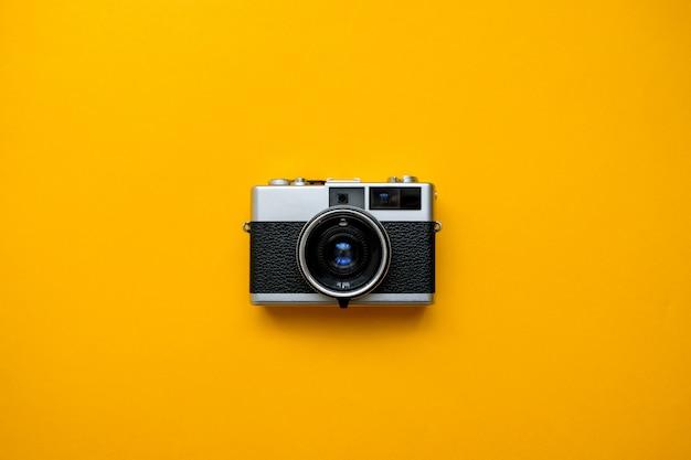Mode filmcamera op geel Premium Foto