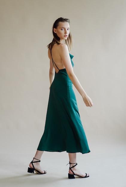 Mode portret van jonge elegante vrouw Gratis Foto
