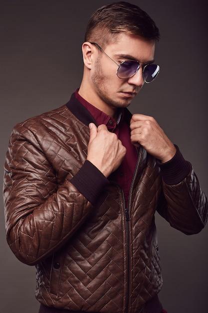 Mode portret van jonge knappe man Premium Foto
