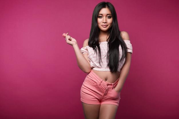 Mode swag portret van mooie elegante aziatische vrouw Premium Foto