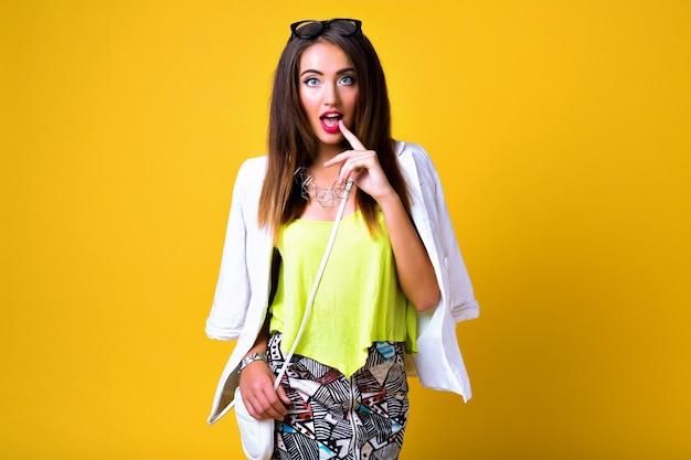 Mode vrouw neon felle kleurenblok kleding, casual vintage lente stijl dragen Gratis Foto