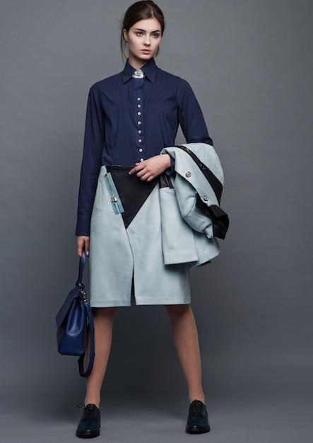 Mode zakelijke mooie vrouw met accessoires Premium Foto