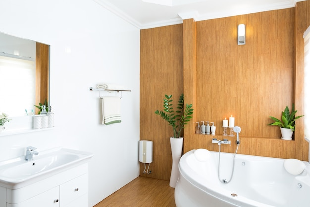 Modern Badkamer Interieur : Modern huis badkamer interior foto gratis download