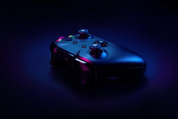 Moderne gamepad in het donker Premium Foto
