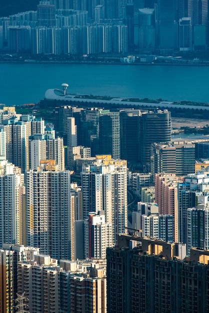 Moderne gebouwen en rivier in hong kong Premium Foto