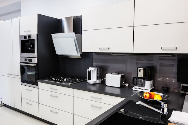 Moderne hi-tek keuken, strak interieur Premium Foto