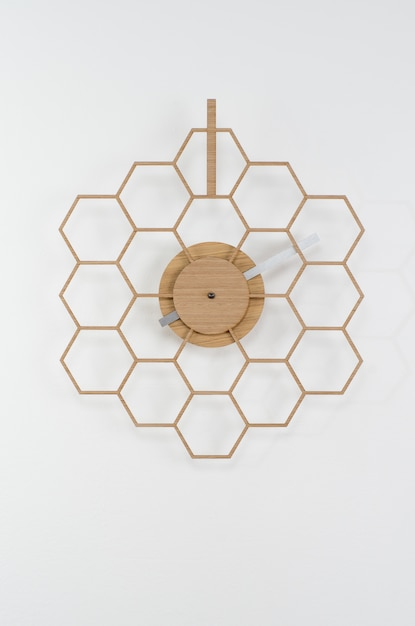 Moderne klok op een muur Gratis Foto