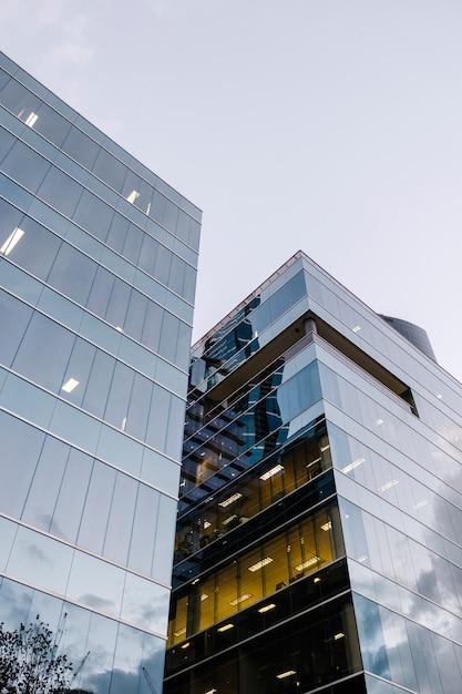 Moderne spiegel gebouw Gratis Foto