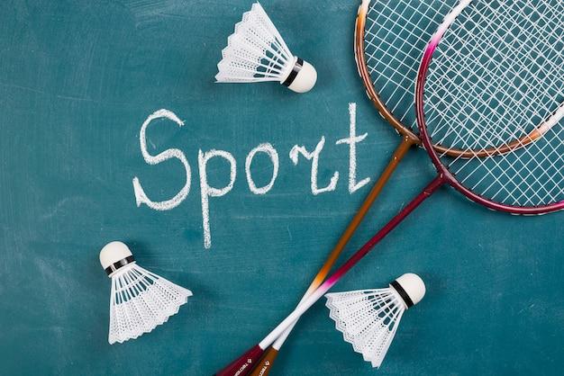 Moderne sportsamenstelling met badmintonelementen Premium Foto