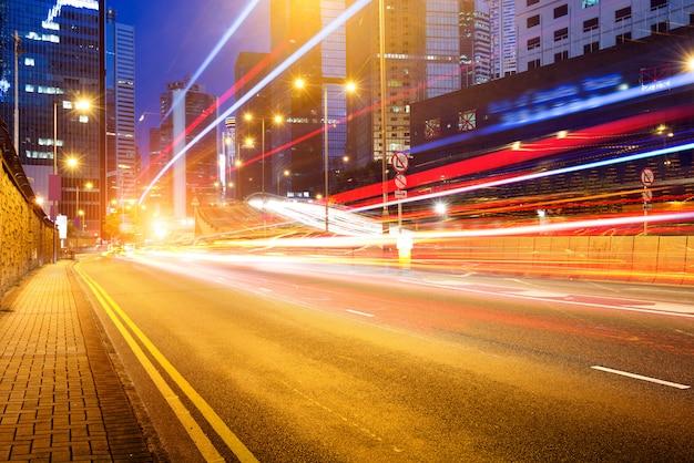 Moderne stad 's nachts Premium Foto