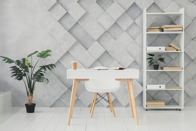 Moderne werkruimte met een futuristische achtergrond Gratis Foto