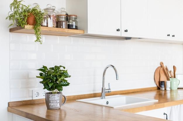 Moderne witte keuken skandinavische stijl Premium Foto