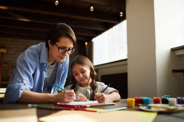 Moeder en dochter tekenen Premium Foto