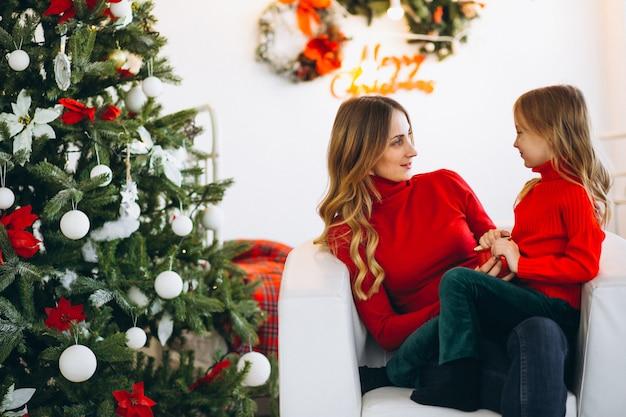 Kerstmuts Met Licht : Moeder met dochter kerstmuts dragen foto gratis download