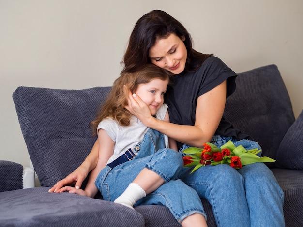 Moeder verliefd op haar jonge dochter Gratis Foto