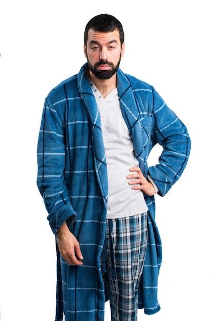 Moeide man in een jurkje Gratis Foto
