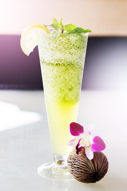 Mojitococktail in hoog glas Premium Foto