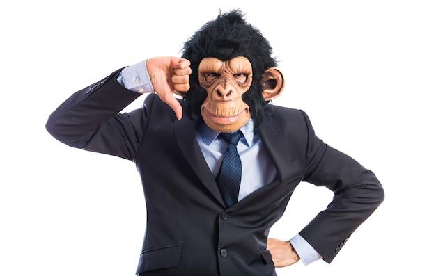 Monkey man doet slecht signaal Gratis Foto