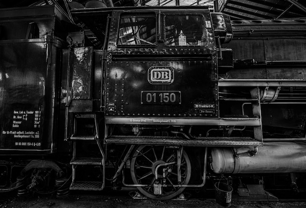Monochromatische stoom aangedreven historische trein Gratis Foto
