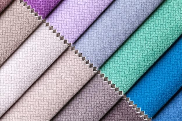 Monster van fluwelen textiel in verschillende kleuren Premium Foto