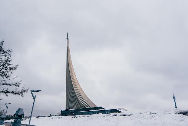 Monument voor de veroveraars van de ruimte in moskou Premium Foto