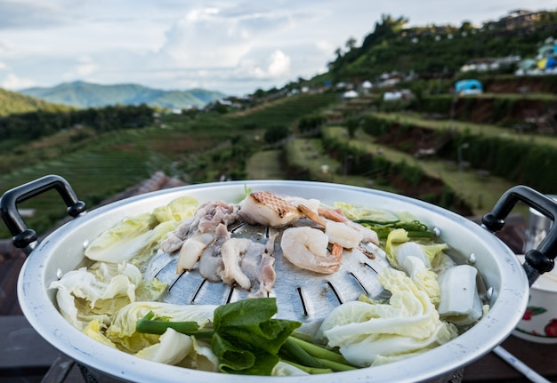 Moo-gata varkenspan. traditie thaise bbq Premium Foto