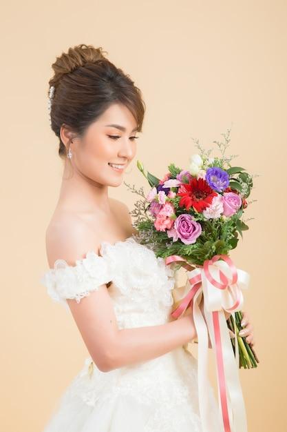 Mooi aziatisch bruidportret Gratis Foto