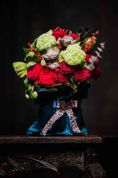 Mooi boeket van rode rozen Premium Foto