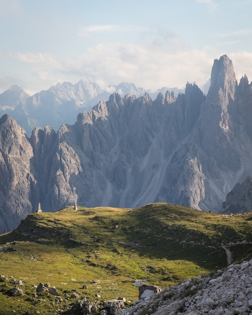 Mooi bovenaanzicht shot van three peaks nature park in toblach, italië Gratis Foto