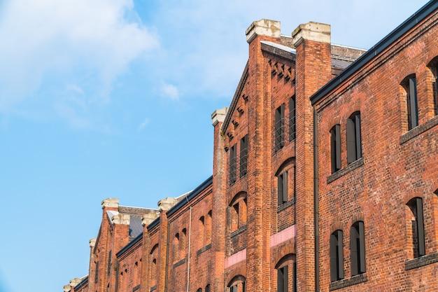 Mooi buitengebouw en architectuur van baksteenmagazijn Gratis Foto