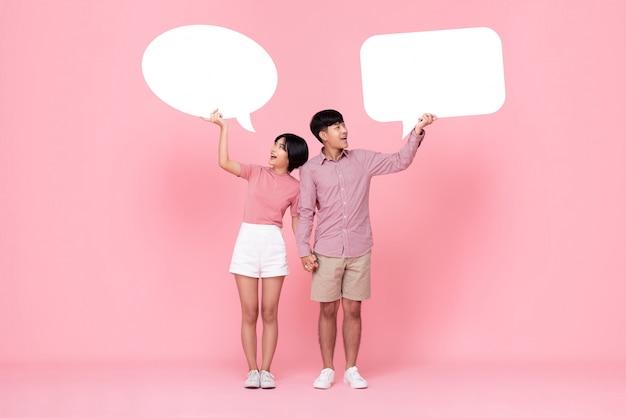 Mooi jong aziatisch paar met toespraakbellen Premium Foto
