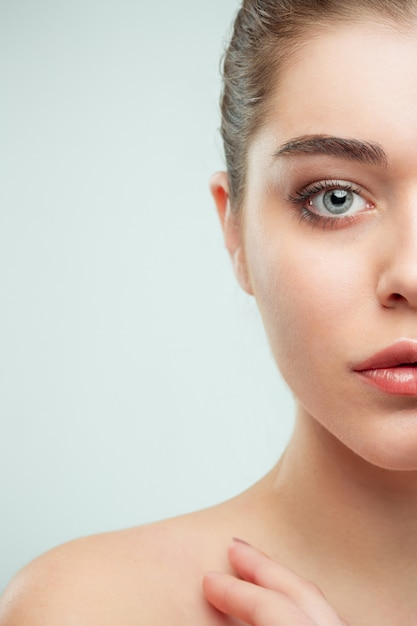 Mooi jong vrouwengezicht. Gratis Foto