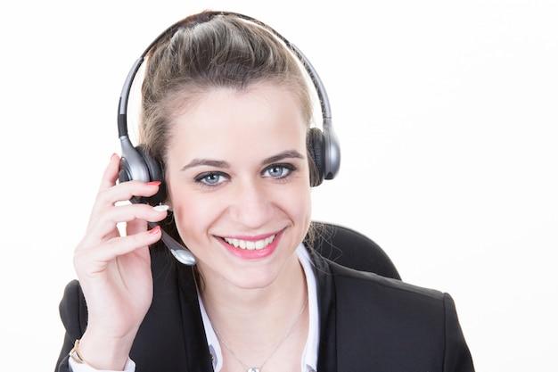 Mooi meisje glimlachend teleoperator met hoofdtelefoon op hoofd Premium Foto
