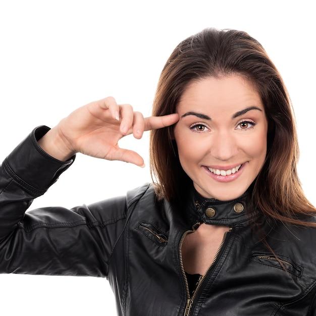 Mooi meisje houdt vinger dichtbij haar hoofd en laat zien wat je gek bent Gratis Foto