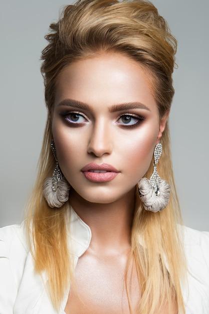 Mooi model met lichte make-up. eyeliner. Premium Foto