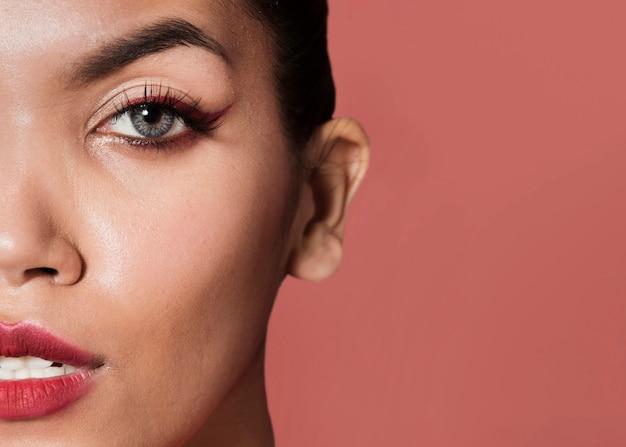 Mooi modelgezicht met kopie-ruimte Premium Foto