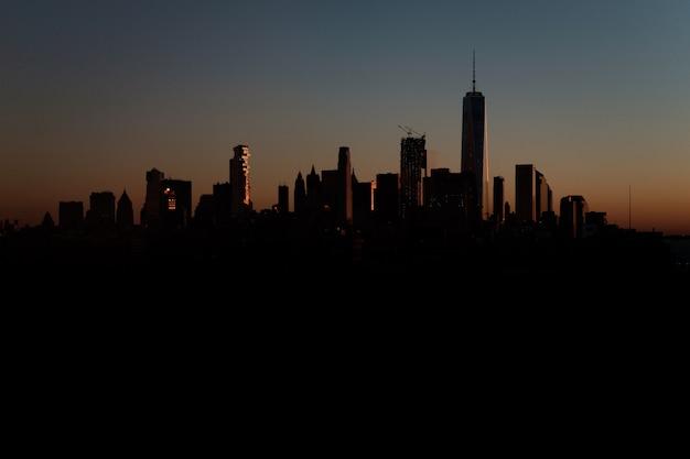 Mooi schot van een stedelijke stad bij zonsondergang Gratis Foto