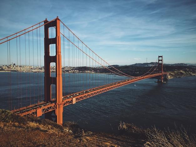Mooi schot van golden gate bridge op een zonnige dag Gratis Foto