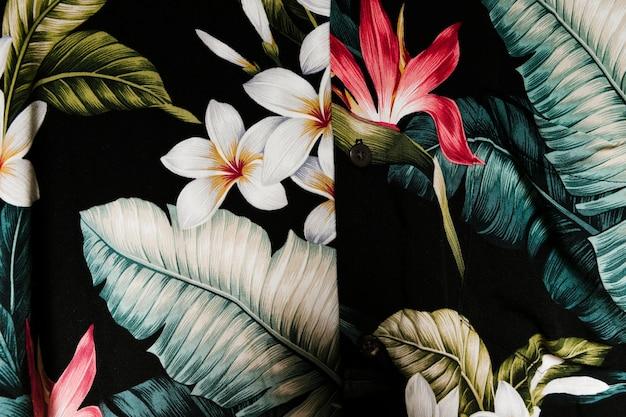 Mooi shirt met tropische planten Premium Foto