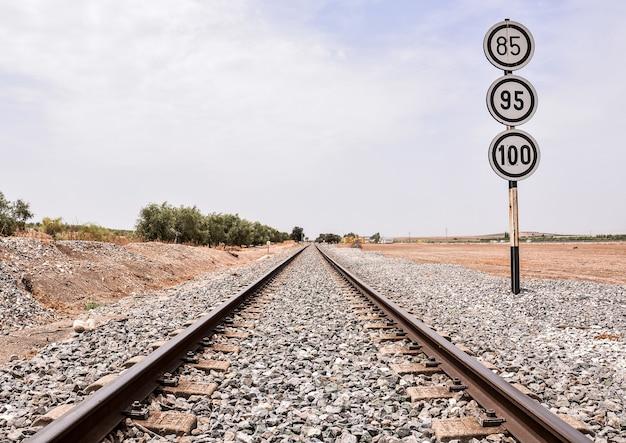 Mooi shot van een treinspoor Gratis Foto
