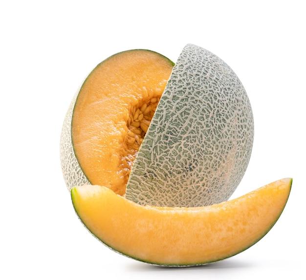 Mooi smakelijk vers rijp de meloenfruit van de rotskantaloep met zaden die op wit worden geïsoleerd. Premium Foto