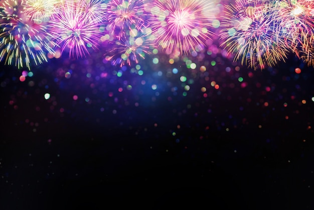 Mooi vuurwerk en glitter bokeh lichteffect colorfull wazig abstracte achtergrond Premium Foto