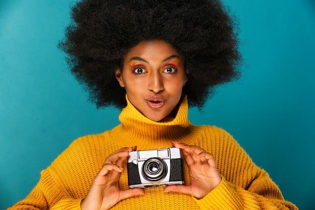 Mooie afro vrouw Premium Foto