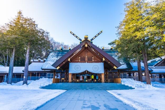 Mooie architectuur de bouwtempel van het heiligdom van hokkaido in sapporo-stad Gratis Foto